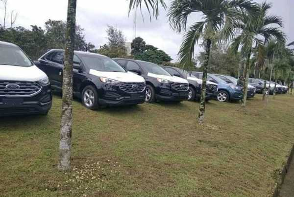 cross-river-governor-ayade-gives-out-54-suvs-to-lg-chairmen-deputies