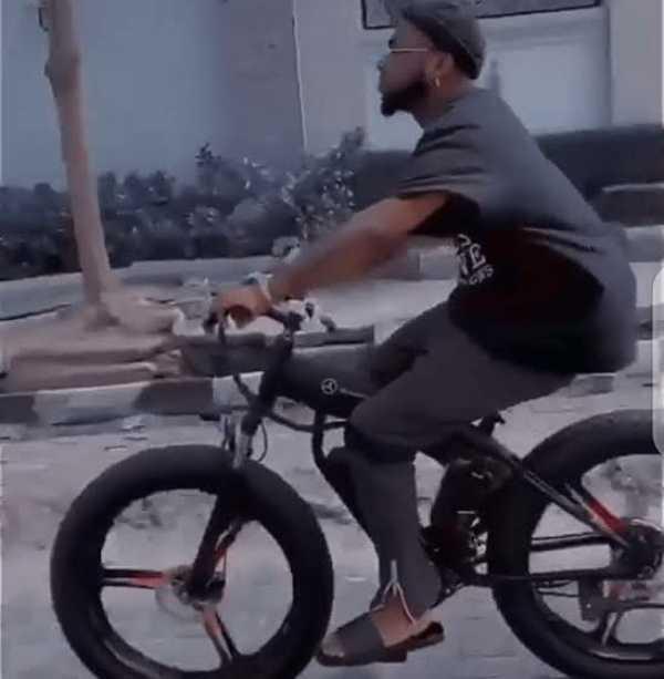 davido-cruises-on-mercedes-bicycle