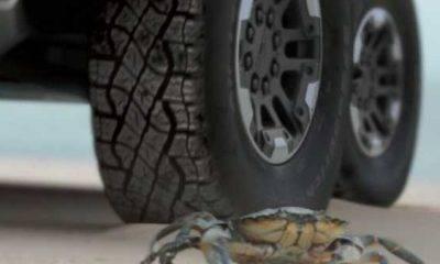 gmc-Hummer-EV-Crab-mode-Walk