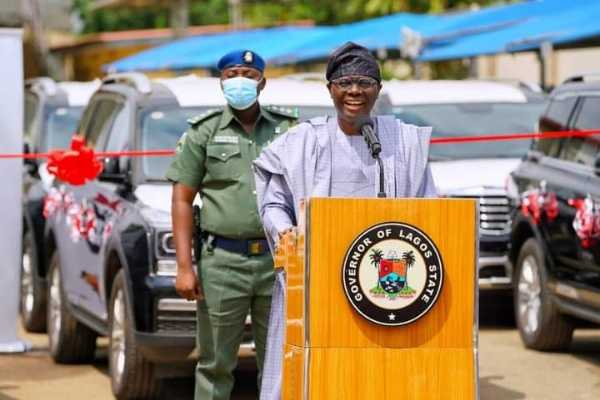 governor-babajide-sanwo-olu-hands-over-51-vehicles-eight-houses-to-judges