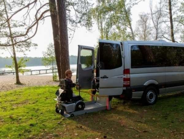 man-without-legs-arms-drives-converted-mercedes-sprinter