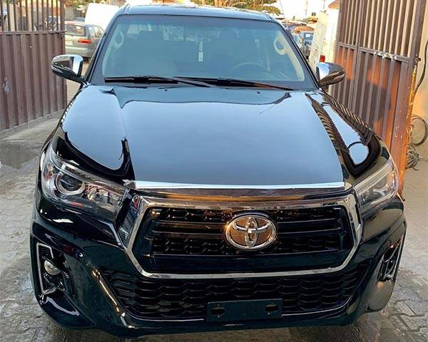 See How Nigerian Converted This Old 2005 Toyota Hilux To 2020 Model