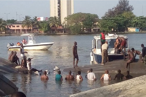 OndoGuber2020: Election Materials Destroyed As Speed Boat Conveying INEC Staff Capsizes (VIDEO)