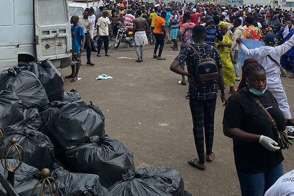 #EndsarsProtest: See How Protesting Nigerian Youths Who The President Calls Lazy Are Cleaning Protesting Ground (PHOTOS)