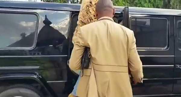 dino-melaye-flaunts-bullet-proof-mercedes-g-wagon-limousine