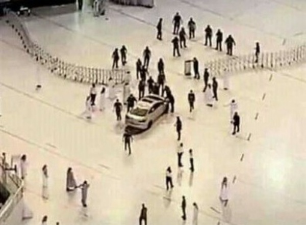"""Moment """"Abnormal"""" Driver Rammed His Car Into Door Of Grand Mosque In Mecca - autojosh"""
