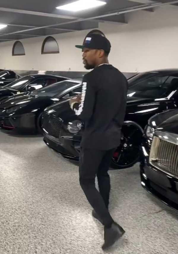 Cristiano Ronaldo joking begs floyd mayweather for Bugatti-autojosh