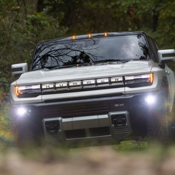 How does GMC's electric Hummer supertruck compares to the Tesla's Cybertruck-autojosh