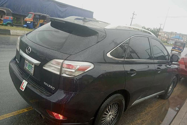 Man Loses His Lexus RX SUV After He Lost A Bet In Anambra