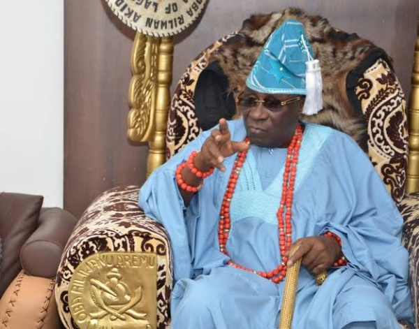 Protesters storm Oba Of Lagos Akiolu's palace, steals goods, vandalise properties and smashed his bulletproof SUV with stone-autojosh