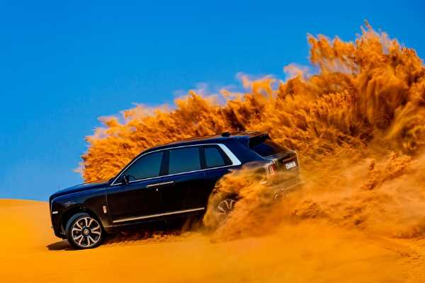 A Rolls-Royce Cullinan was rolled into the Arabian desert-autojosh