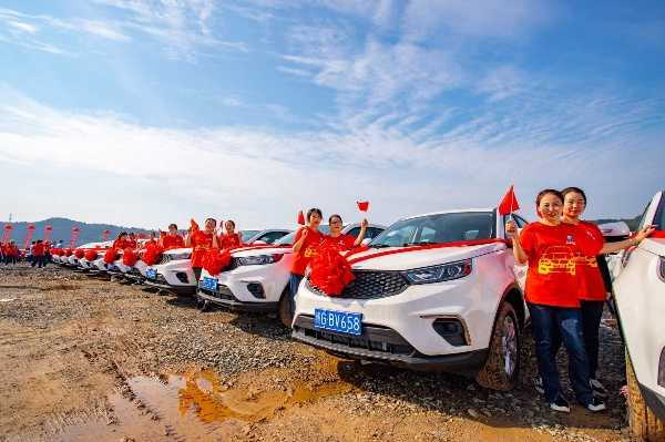 steel-company-gifts-all-4116-staffs-new-cars-worth-to-celebrate-china-national-independence-day