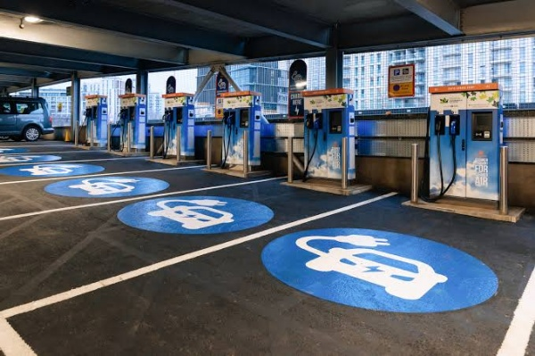 total-acquires-electric-vehicle-charge-points-network