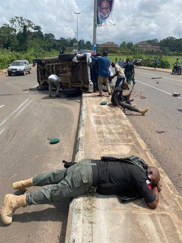 Two policemen dead, 8 injured as an overspeeding police Hilux van crashed in Ondo State-autojosh