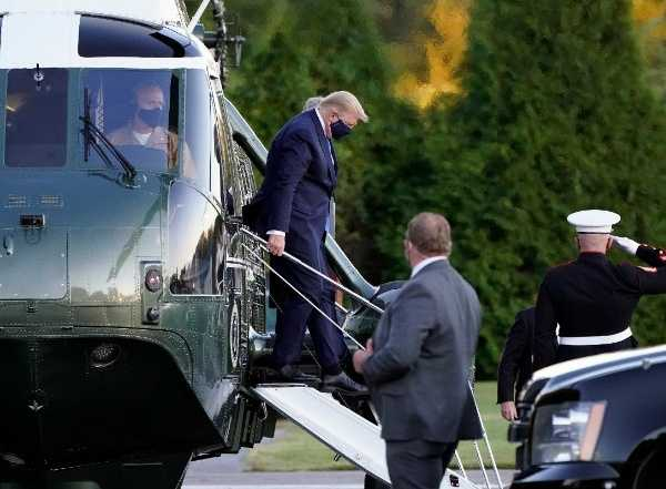 us-president-trump-arrives-by-helicopter-at-hospital-for-covid-19-treatment