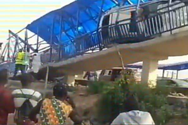 One Dies As Car Climbs Lagos Pedestrian Bridge - autojosh