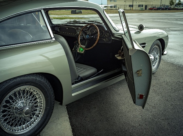 Gadget-filled, Engine-less Replica Of James Bond's Aston Martin DB5 Sells For Price $201000 - autojosh