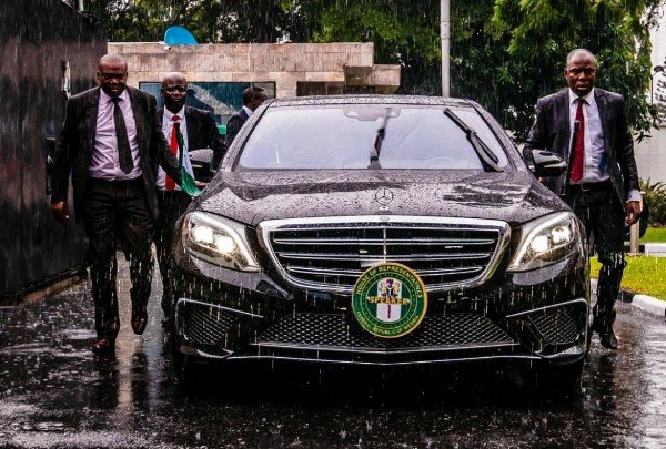 Gbajabiamila's Security Aide Fatally Shot Newspapers Vendor Who Rushed To The Speakers Convoy To Take Money - AutoJosh