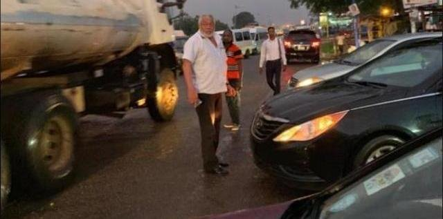 Former Ghanaian President Jerry Rawlings controlling traffic.