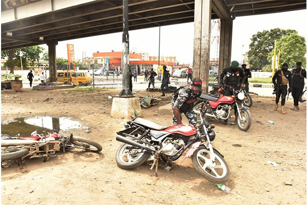 Lagos Anti-One Way Squad Seizes 42 Vehicles Arrest 4 Uniformed Men - autojosh