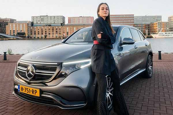 Amazing Shots Of Fashion Blogger Andy Torres With The Mercedes-Benz EQC Electric Car-autojosh