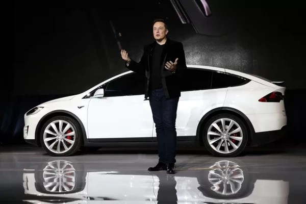 """Elon Musk Tried To Sell """"Dying"""" Tesla To Apple In 2017, But iPhone Maker Refused To Buy - autojosh"""