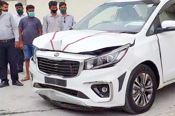 Brand New Kia Carnival Slams On Showroom Wall By Driver (Video/Photo)-autojosh