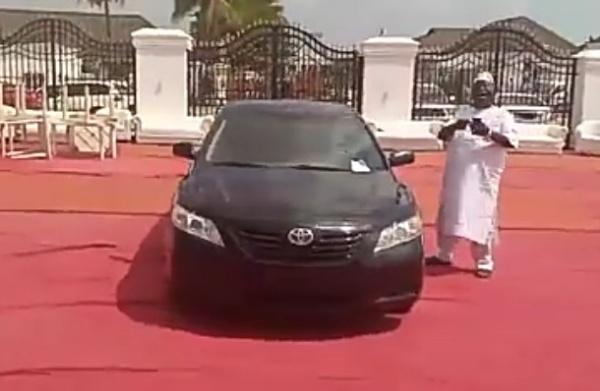 Ooni Of Ife Gifts Popular Yoruba Praise Singer, Ajobiewe, A Toyota Camry - autojosh