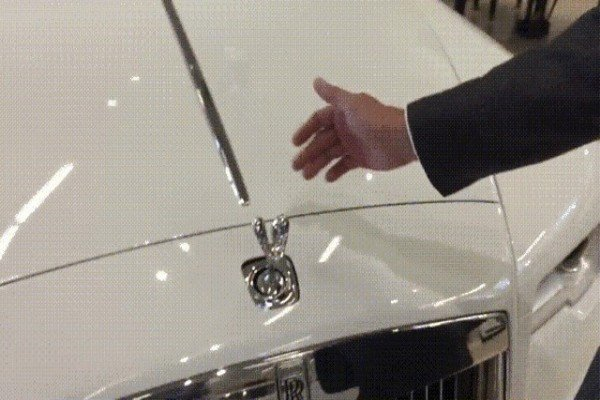 See Inside The Mechanism That Reveals And Hides Rolls-Royce 'Spirit of Ecstasy' Inside The Bonnet - autojosh
