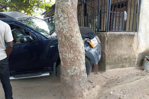 Man Escaped Death As Learner Driver Crashes Nissan Xterra Into Building In Calabar - autojosh