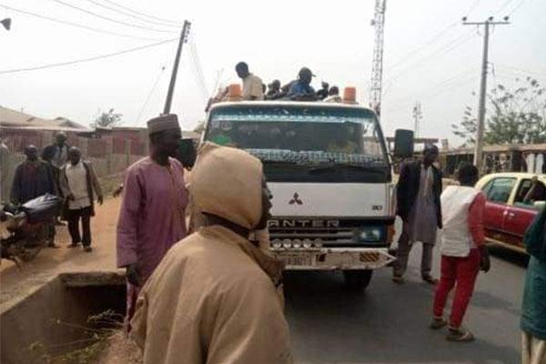 Oyo Amotekun Intercept Truckload Of Herdsmen, Moving Towards Troubled Ibarapa, Recovers 25 Guns - autojosh