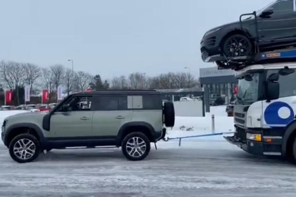 Land Rover Salesman Uses Defender To Tow Stuck 44-tonne Car Carrier Carrying 7 New SUVs To Showroom - autojosh