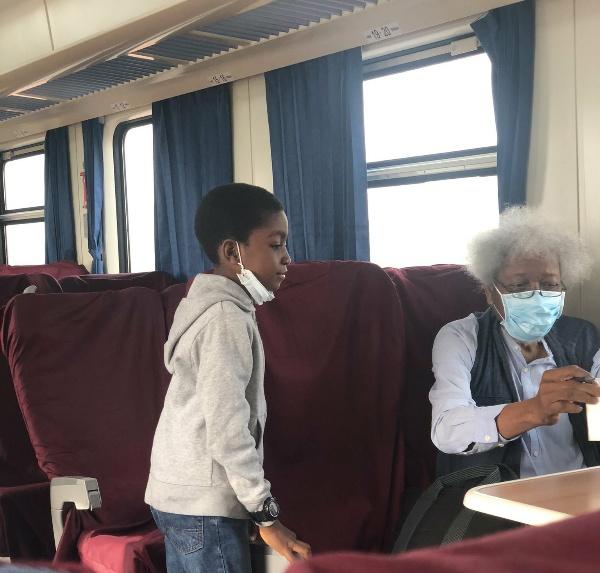 Professor Wole Soyinka Enjoys Lagos-Ibadan Train Ride, Signs Autograph For A Kid - autojosh