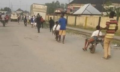 People Now Pay N100 To Ride In Wheelbarrow In Port Harcourt To Avoid Trekking Over 1-km Distance - autojosh