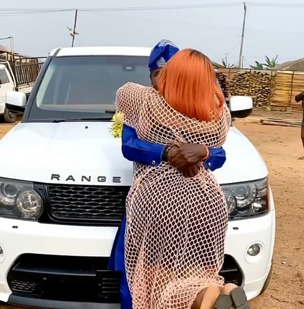 "Actress Biodun Okeowo ""Omoborty"" Surprises Comedian ""Ijebu"" With Range Rover Sport SUV - autojosh"