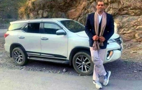 7 ft 1 Wrestler The Great Khali Makes Toyota Fortuner SUV Look Like A VW Golf Hatchback - autojosh