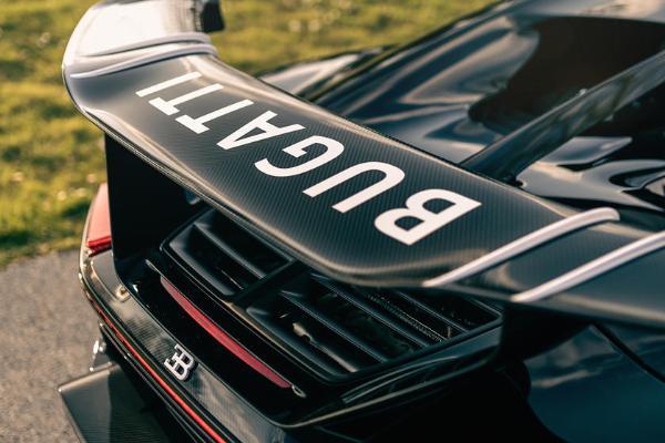 $3.35 Million Hypercar : Bugatti Makes 300th Chiron - autojosh