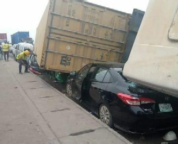 40-Feet Container Falls On Four Vehicles At Trade Fair, Lagos - autojosh