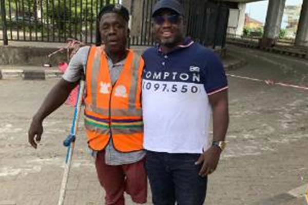 Man Solicits For Support To Get Artificial Leg For Hardworking Lagos Traffic Warden - autojosh
