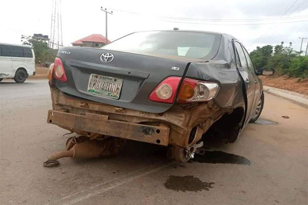 """10 Escape Death After An Overtaking Corolla Crashed Into """"Access Road Island"""" And Highlander In Anambra - autojosh"""