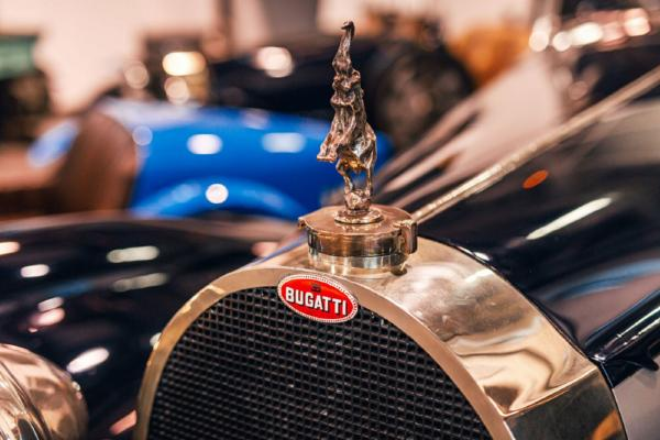 Bugatti's Radiator 'Macaron Badge' Contains 150g Silver And Takes 10 Hours To Create - autojosh