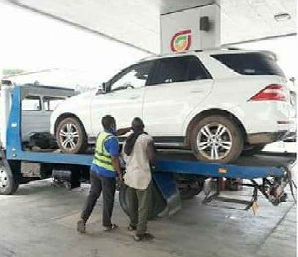 Fatgbems Filling Station Tuned Up And Refuelled 10 Cars Filled With Water Instead Of Petrol - autojosh