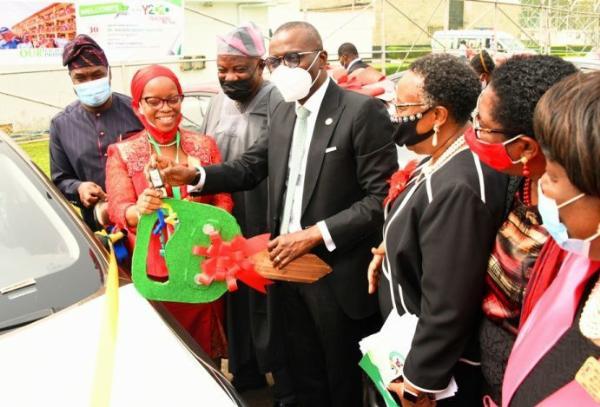GOV. Sanwo-Olu Presents Car Gifts To 13 Outstanding Teachers At The Lagos State Teachers Merit Award - autojosh
