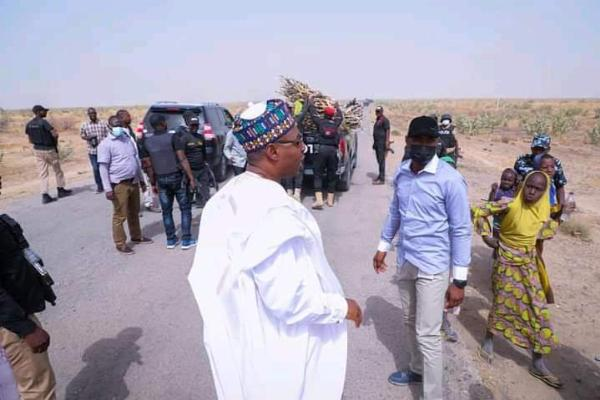 Gov. Zulum Stops His Motorcade Along Boko Haram Infested Area To Lift 12 Girls Fetching Fire Wood - autojosh