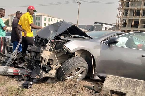 Toyota Sequoia And Camry Involved In Crash In Ikate, Lagos - autojosh