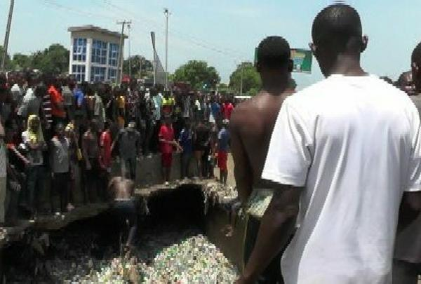 Heavy Down Pour : 17 People Die As Flood Sweeps Hummer Bus Into Culvert In Onitsha - autojosh