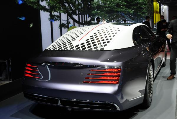 Hongqi Debut 3-Seat L-Concept Limo With Rear Suicide Doors And No Steering Wheel - autojosh