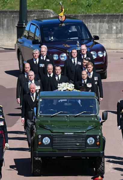 Bentley State Limousine : Features Of ₦4.4b Royal Car That Ferried Queen Elizabeth To Prince Philip's Funeral - autojosh