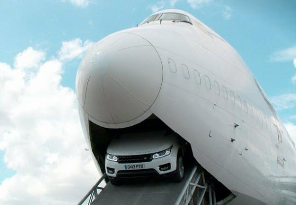 This Is How To Drive A Range Rover Sport Through The Belly Of Boeing 747 Plane - autojosh