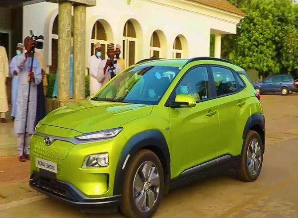 Sokoto Gov. Tambuwal Receives First Nigerian Assembled Electric Car, Test Drove It - autojosh